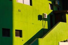 大厦的阴影和光 免版税库存图片