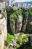 大厦看法在峭壁的在朗达,西班牙 免版税库存图片