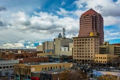 大厦看法在街市亚伯科基,新墨西哥 免版税图库摄影