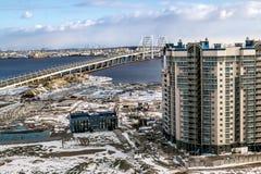 大厦看法在Vasilievsky海岛和圆环高速公路上的在Sai 免版税库存照片