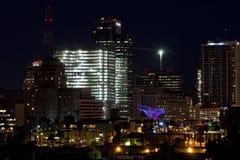 大厦街市晚上办公室菲尼斯 免版税库存图片