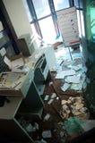 大厦被毁坏的有叶的办公室 库存图片