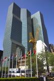 大厦起重机前面 免版税图库摄影