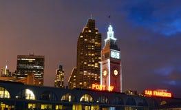 大厦轮渡弗朗西斯科晚上圣 免版税库存照片