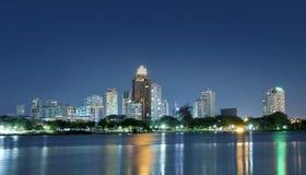大厦都市风景晚上办公室 免版税库存照片