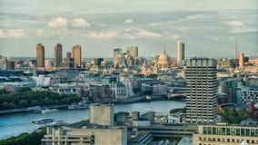 大厦都市风景海岸横向伦敦现代河显示泰晤士 库存照片