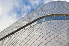 大厦铺磁砖的门面现代 免版税库存照片