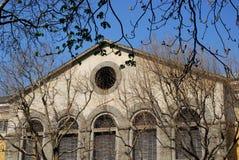大厦门面的或许中央部分一个工业仓库在的里雅斯特弗留利Venezia朱莉娅(意大利) 免版税库存照片