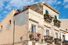 大厦门面非常在Orti的历史的中心损坏了 图库摄影