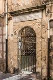 大厦门面非常在Orti的历史的中心损坏了 免版税图库摄影