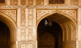 大厦-曲拱的外部元素。印度,阿格拉 库存图片