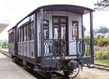 大叻,越南- 2017年2月17日 古老驻地是著名地方,旅客的历史目的地,有铁路的,古董火车 图库摄影