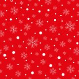 大和小雪花圣诞节背景,白色在红色 皇族释放例证
