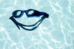 大喜悦微笑游泳 库存图片