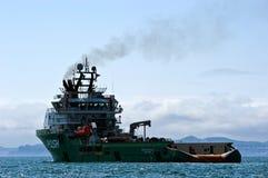 大在船锚的猛拉毫华常数在路 不冻港海湾 东部(日本)海 01 06 2012年 免版税图库摄影