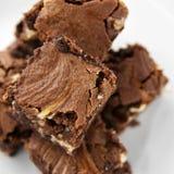大块果仁巧克力的乳酪蛋糕 免版税库存照片