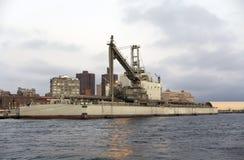 大块水泥驳船在纽约靠码头的Matilde 免版税库存照片