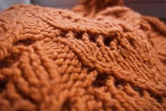 大块的桔子被编织的织品 库存照片