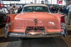 大型汽车克莱斯勒温莎, 1956年 免版税库存照片