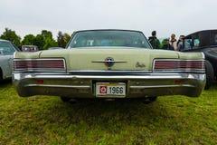大型汽车克莱斯勒300 库存照片