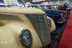 大型汽车福特V-8敞篷车, 1937年 库存图片