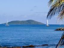 大型装配架海岛游艇 库存照片