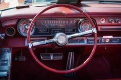 大型豪华汽车卡迪拉克DeVille Convertible客舱, 1965年 免版税库存图片