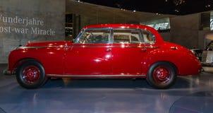 大型豪华汽车奔驰车类型300 (W186 II), 1952年 免版税库存图片