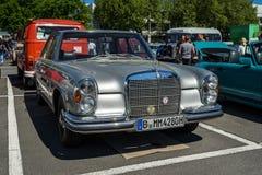 大型豪华汽车奔驰车300 SE轿车W112 免版税图库摄影