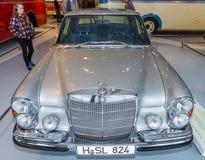大型豪华汽车奔驰车300 SEL 6 3日1972年 免版税库存图片
