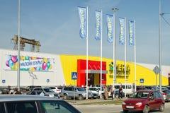 大型超级市场磁带的开头在伏尔加格勒南部的  免版税库存图片