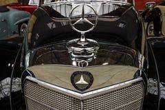 大型高级轿车奔驰车300 S敞蓬车(W 188 I)的片段, 1953年 库存图片