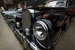 大型高级轿车奔驰车300 S敞蓬车(W 188 I) 免版税库存照片