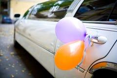 大型高级轿车婚礼 库存照片