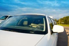 大型高级轿车挡风玻璃 免版税库存图片