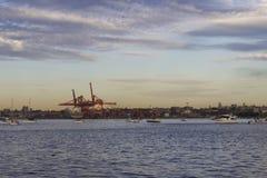 大城市低谷海 免版税图库摄影