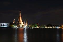 大塔在黎明寺在泰国的Ratchawararam Ratchawaramahawihan 免版税库存照片