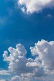 大多云天空 免版税库存图片