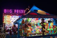 大奖标志升在集市的晚上 免版税库存图片