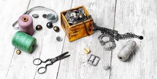 大套螺纹和按钮 免版税库存照片
