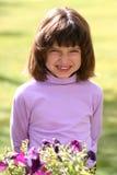大女孩微笑年轻人 库存图片