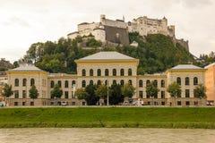 大学和堡垒 萨尔茨堡 奥地利 库存图片