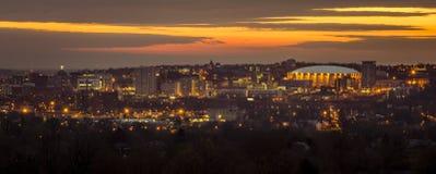 大学小山和街市西勒鸠斯纽约黎明前 库存图片
