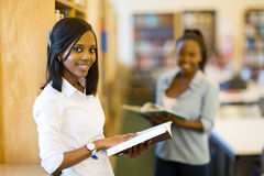 大学生阅读书 免版税库存照片