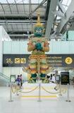 大守卫雕象在Suvanaphumi机场, 免版税库存图片