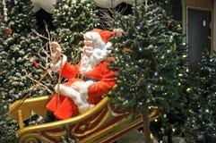 大室内圣诞老人圣诞节显示 免版税图库摄影
