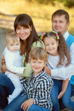 大家庭拥抱 愉快概念的系列 库存照片