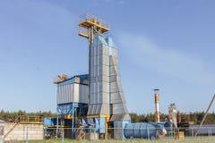 大小组粮食干燥机复杂为干燥麦子 现代谷粮仓 免版税库存照片