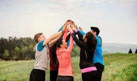 大小组适合和休息在做的活跃人民锻炼以后本质上 库存照片