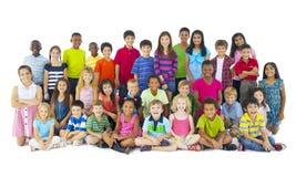 大小组儿童微笑 库存图片
